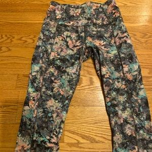 Floral LULULEMON Fast and Free Crop sz 6
